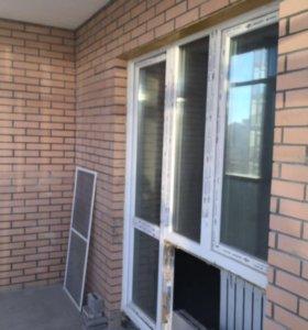 Пластиковое окно с дверью в отличном состоянии