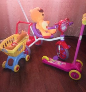 Велосипед трёхколёсный д/девочки 3-4 лет+самокат+ игрушки.