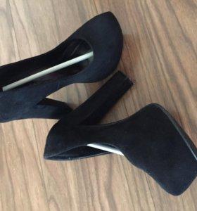 Практически новые замшевые туфли