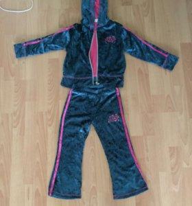 Спортивный костюм для девочки.