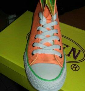 Orange neon обувь.