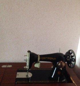 Тумбовая швейная машина