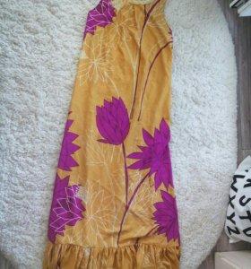 Длинное яркое платье