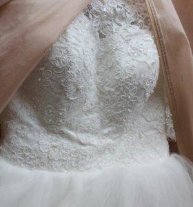 Свадебное платье  + подъюбник+сережки+гребень