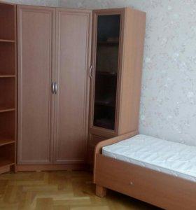 Шкаф+кровать+стол+матрац