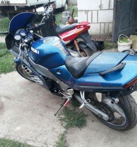 Suzuki rf600