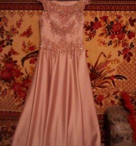 Платье вечернее. Торг уместен.