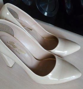 Туфли лакированные (бежевые)