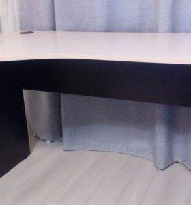 Письменный стол в идеальном состоянии