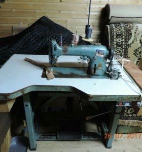 Швейная машинка промышленная.
