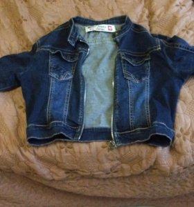 Короткая джинсовка с длинными рукавами