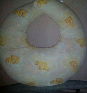 Подушка для кормления малыша.