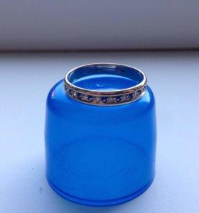 Кольцо золотое бриллианты сапфиры