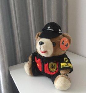 Медведь в adidas)