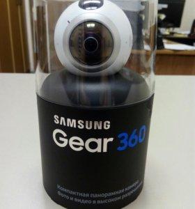 Компактная панорамная камера Samsung Gear 360