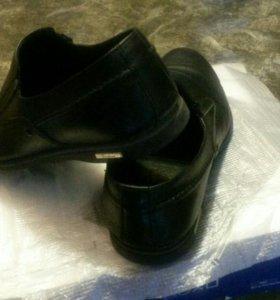 Продам школьные(мужские) туфли.