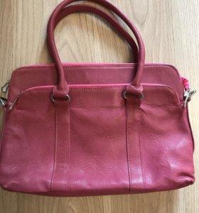 Продам новую кожаную сумку( Египет)