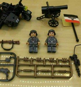 Набор из 2 фигурок,мотоцикла и пушки.