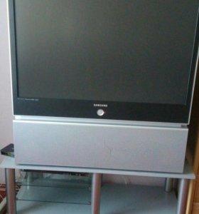Телевизор большой!