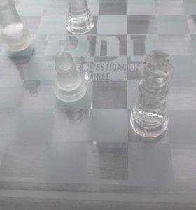 Шахматы стеклянные новые в подарок