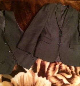 Школьный пиджак и жилет.