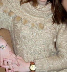 Длинный бежевый свитер
