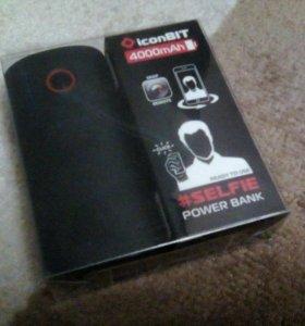 Портативная зарядка для телефона с селфи кнопкой