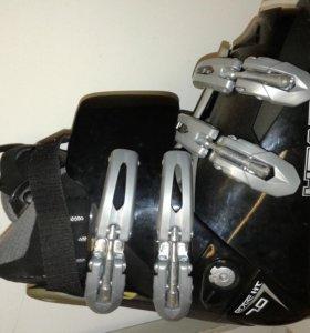 гоные лыжи и ботинки