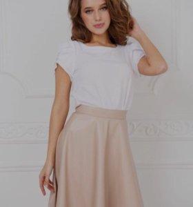Продам НОВУЮ юбку(материал под кожу) 42-44 размер