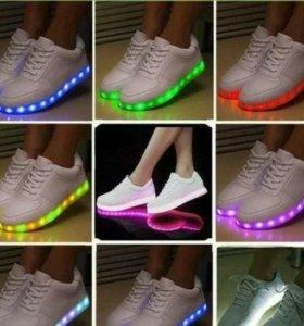 Стильные ,светящиеся кроссовки,осталось две пары!!