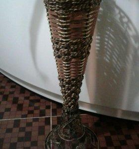 Красивая напольная ваза
