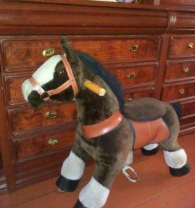 Лошадь каталка на колесиках