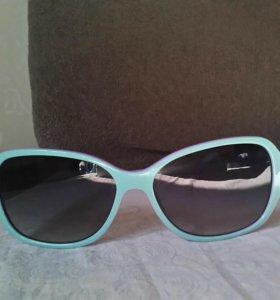 Солнцезащитные очки с чехлом