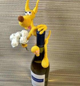 Пёсик на бутылке.