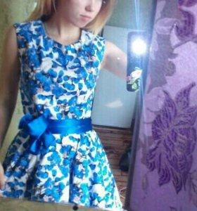 Платье, есть ещё два в горошек и голубое кружевное