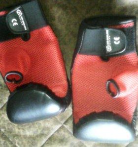 Перчатки для боксера