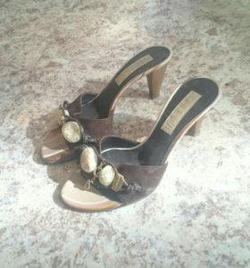 Босоножки на небольшом каблуке 36 р