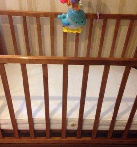 Кровать с матрасом в идеальном состоянии