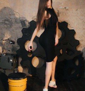 Платье облегающее, подчеркнёт вашу красивую фигуру