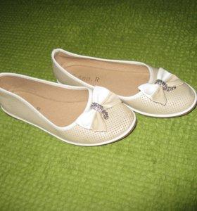 Продам балетки на девочку б/у , состояние новое р-р 37