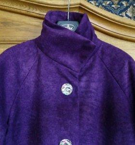 Фиолетовое пальто демисезонное