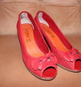 Кожаные женские туфли Marco Tozzi