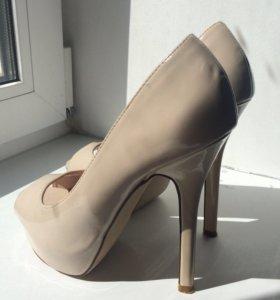 Бежевые туфли 37