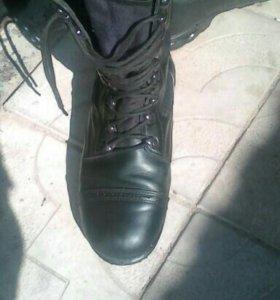 Ботинки с высоким берцим