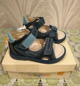 Новые сандалии из натуральной кожи