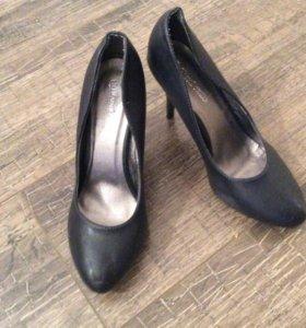 НОВЫЕ туфли, цвет темно-синий, 39 размер