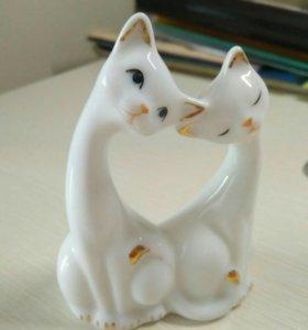 Статуэтка фарфоровая кошки