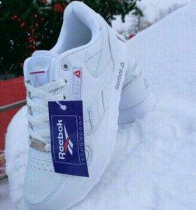Новые женские кроссовки 41р