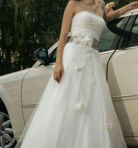 Летящее сказочное свадебное платье