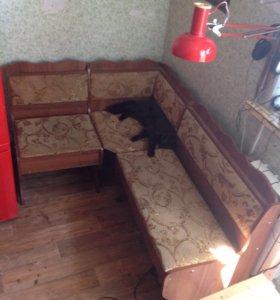 Угловой кухонный диванчик